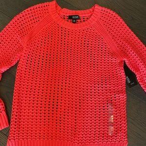 Women's top/sweater.